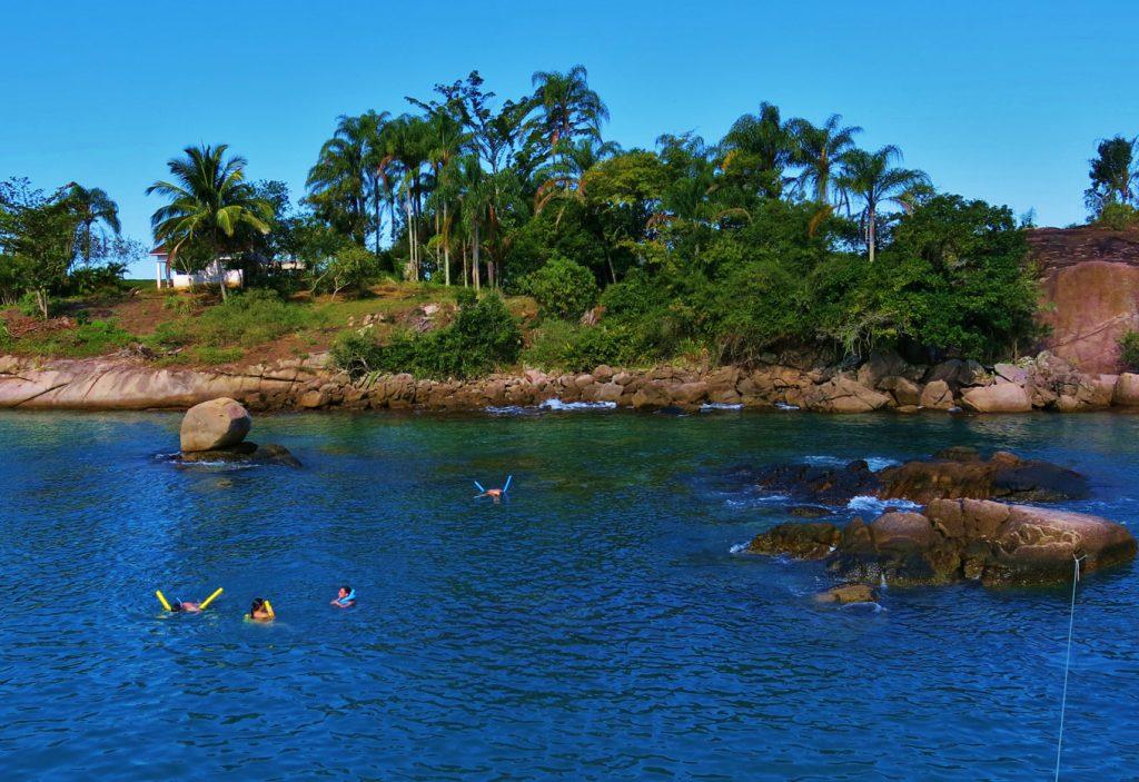 Ilha Comprida- Parada de Passeio de barco em Paraty com as Escunas Estrela da Manhã